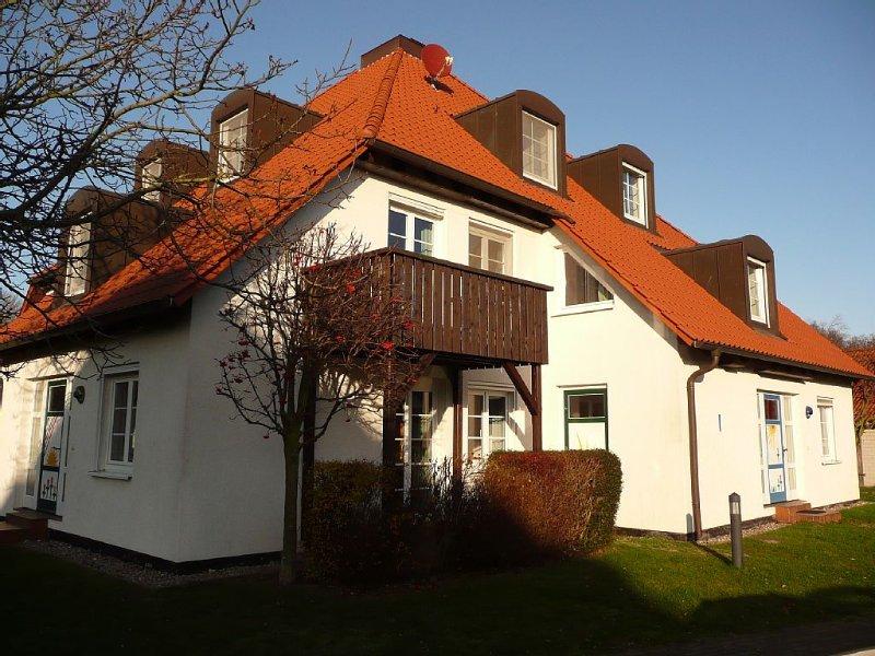 NEUE KÜCHE in gemütlicher FeWo in 'Residenz Kormoran', Prerow, holiday rental in Ostseebad Prerow