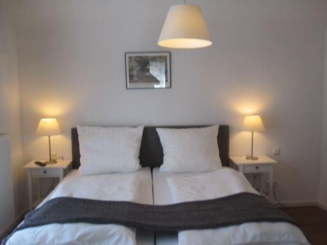 Ferienwohnung Milan, Gemütlichkeit mit Kaminofen, eigener Sauna und Loggia, holiday rental in Hillesheim