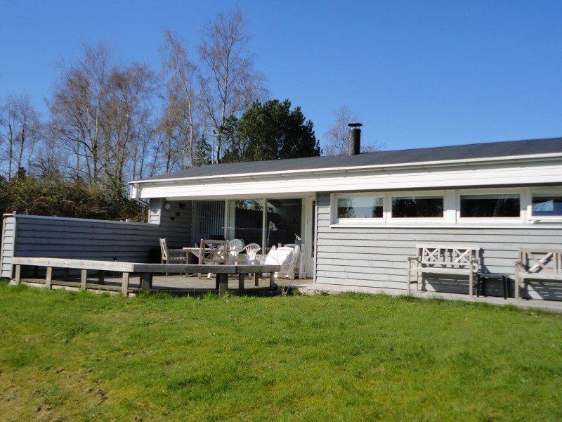 Traumhaftes, kinderfreundliches Qualitätshaus in idyllischer Lage an der Ostsee, vacation rental in Southdjurs Municipality