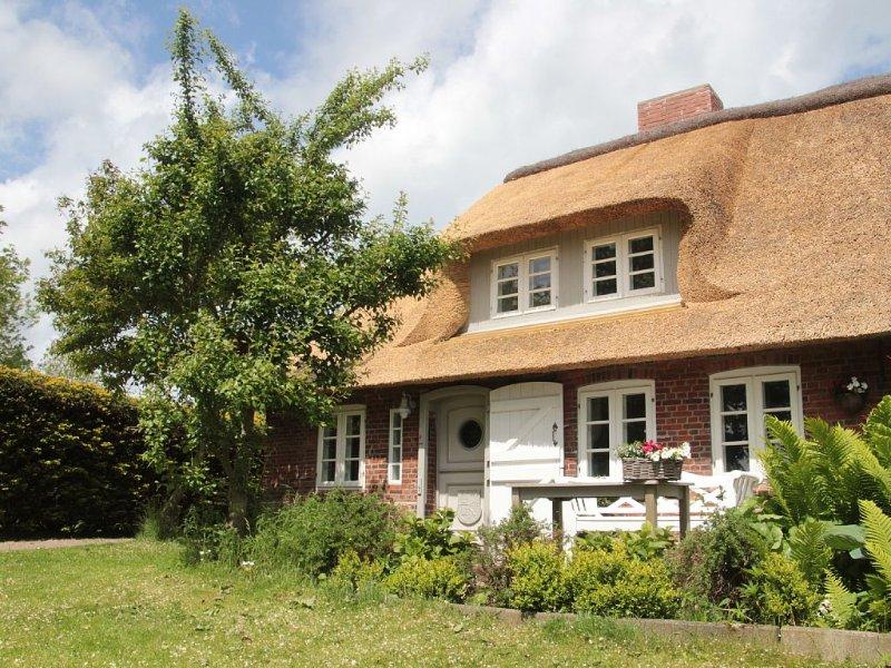 Traumhaftes Reethäuschen an der Nordseeküste mit  separatem Saunahaus, casa vacanza a Ockholm