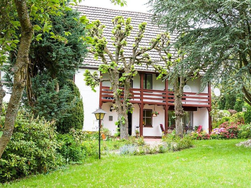 Urlaub im kleinen Park -  gemütliche Ferienwohnung  bis 6 Pers., alquiler de vacaciones en Bettingen