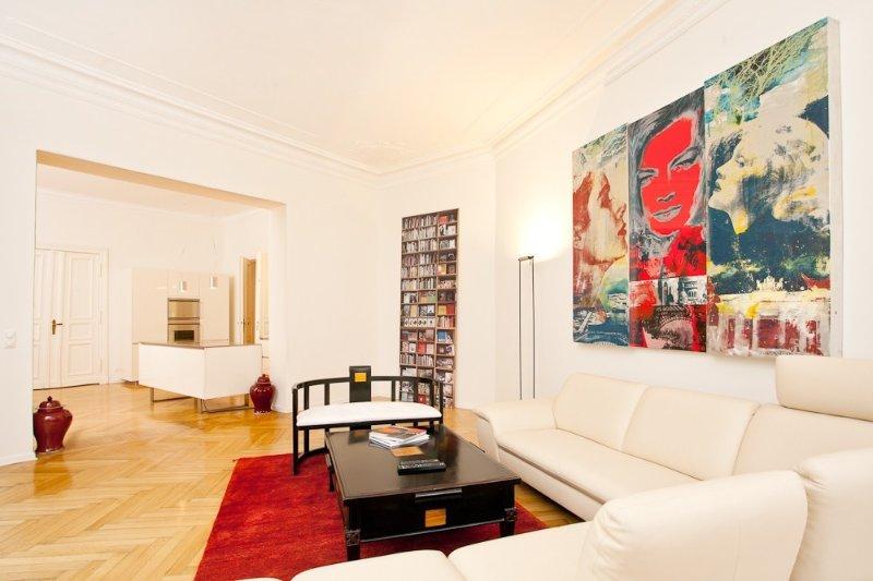 120qm Luxus-Altbau Savignyplatz/Kurfürstendamm, Wifi, 3 Flatscreens, Toplage, vacation rental in Berlin