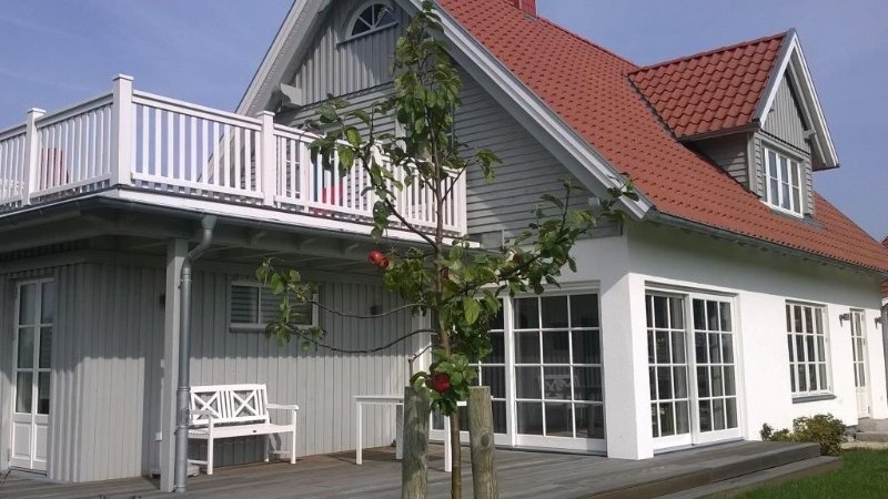Dreamlike, new, bright house, 500 m v. Natural beach free Wi-Fi, vacation rental in Travemuende