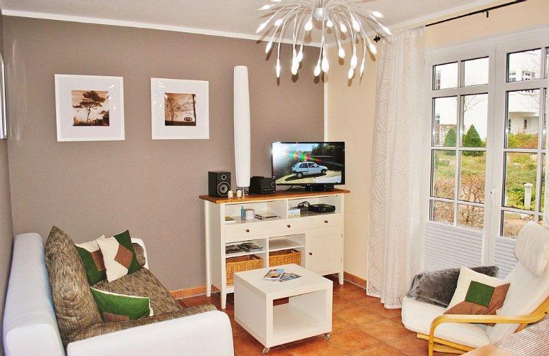 traumhaftes 2-Raum App. mit 20 m² Sonnenterrasse inkl. Strandkorb am Strand, holiday rental in Lancken-Granitz