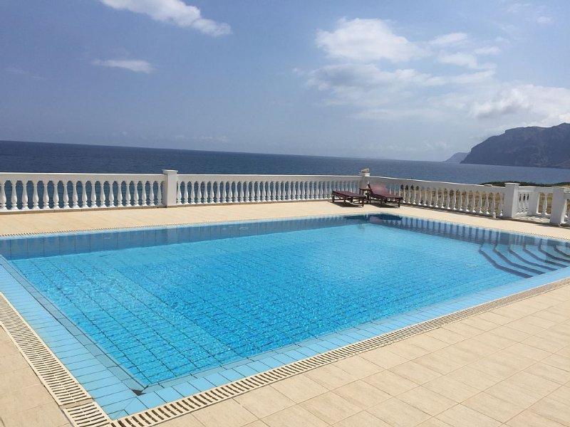 Luxus-Traumvilla mit Pool direkt am Meer mit eigenem Meerzugang, location de vacances à Mokhlos