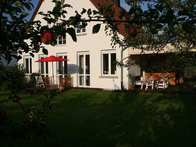 Großzüg. Ferienhaus mit Kaminofen und Sauna - Paradies mit viel Platz !, holiday rental in Helminghausen