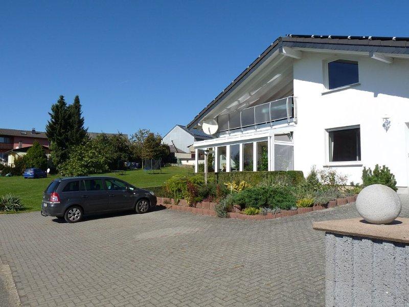 Schöne Ferienwohnung mit traumhaftem Blick ins Tal und großer Spielwiese, location de vacances à Klosterkumbd