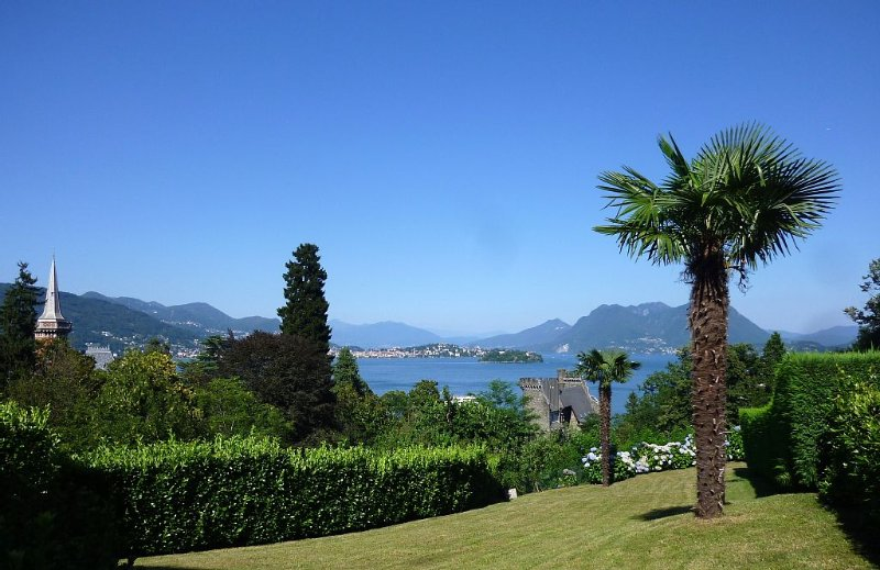 'Vista Castello' - Ferienwohnung mit See- und Panoramablick! WIFI + Garage, vacation rental in Campino
