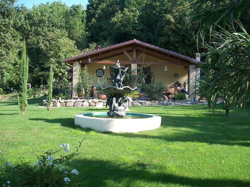 Freistehende Villa mit Pool auf  5ooo m2 Parkanlage ideal für Kinder und Hunde, location de vacances à Calice al Cornoviglio