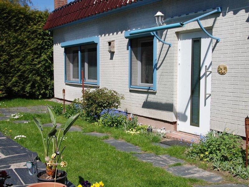 mit viel Liebe eingerichtetes 3-Sterne Ferienhaus in ruhiger Lage, holiday rental in Lieschow