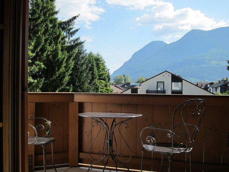 Wunderschöne  Ferienwohnung, 130 m2 in sehr zentraler und ruhiger Lage, casa vacanza a Garmisch-Partenkirchen