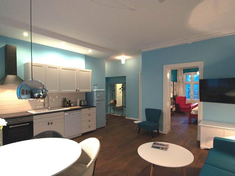 Neu: Spitzenlage nahe Kudamm mit Fahrstuhl, Wifi, Waschmaschine und Trockner, vacation rental in Berlin