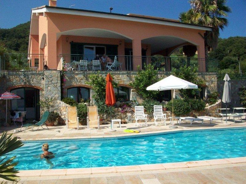 Luxus Privatvilla mit Pool, 1400m vom Strand mit herrlicher Meeresaussicht, vakantiewoning in Altare