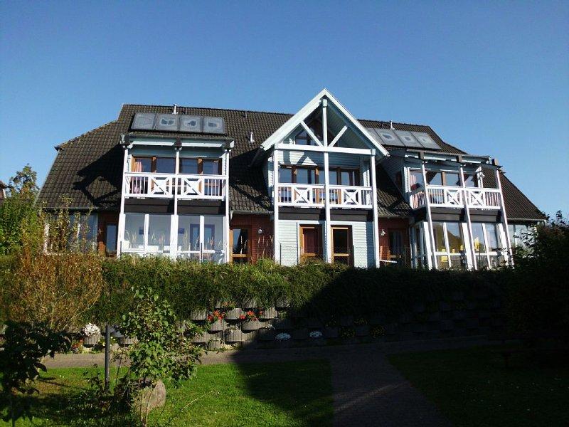 Traumhafte Ferienwohnung mit Seeblick,Gratis W-Lan+Telefon (Wintergarten), holiday rental in Lancken-Granitz