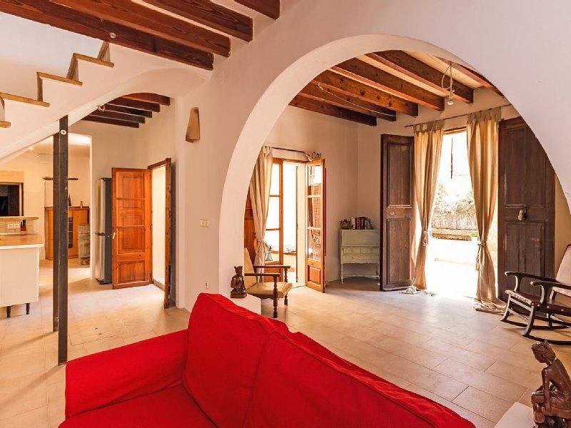 Authentisches Dorfhaus mit Meerblick im denkmalgeschützten Viertel von Andratx, holiday rental in Peguera