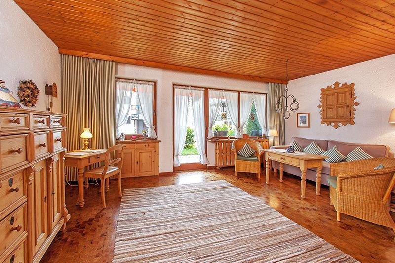 Liebevoll eingerichtete und gemütliche Ferienwohnung in den Chiemgauer Alpen, vacation rental in Schwendt