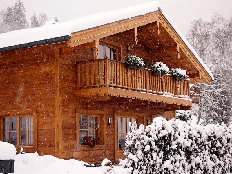 Gemuetliches Chalet, 3 Schlafzi./ 3 Baeder/Sauna bis 9 Pers. Skisaison Okt.-Mai, holiday rental in Uttendorf