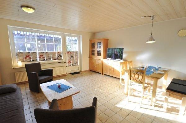 Reihenhaus, ruhige, zentrale Lage, 2 Bäder, location de vacances à Neuharlingersiel