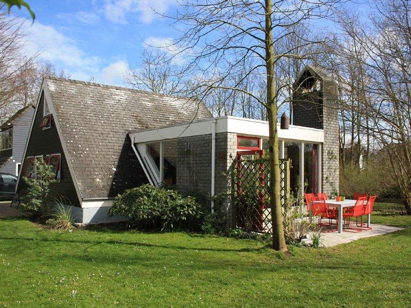 Gemütliches Ferienhaus im kinderfreundlichen Ferienpark Aquadelta/ Hoogerwerf, holiday rental in Bruinisse