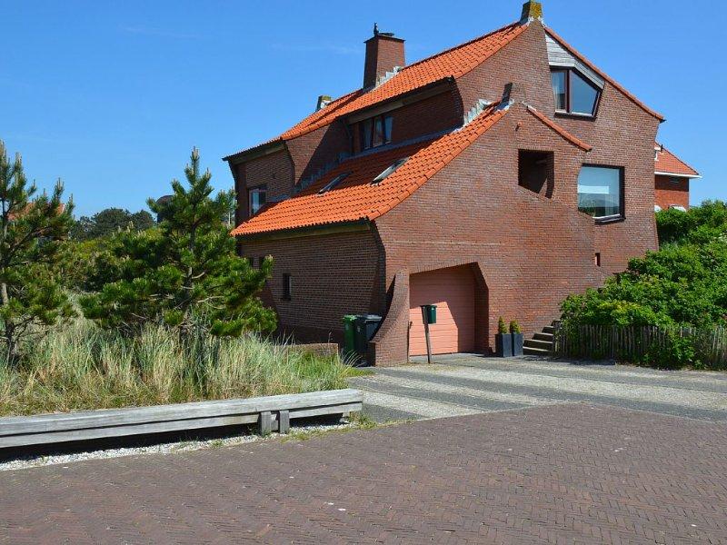 BERGEN AAN ZEE: 'Helmbloem' - wunderschönes, großes Ferienhaus am Strand!, holiday rental in Bergen aan Zee