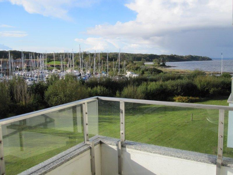 traumhafter Blick auf die Förde, den Jachthafen und Dänemark, location de vacances à Glucksburg