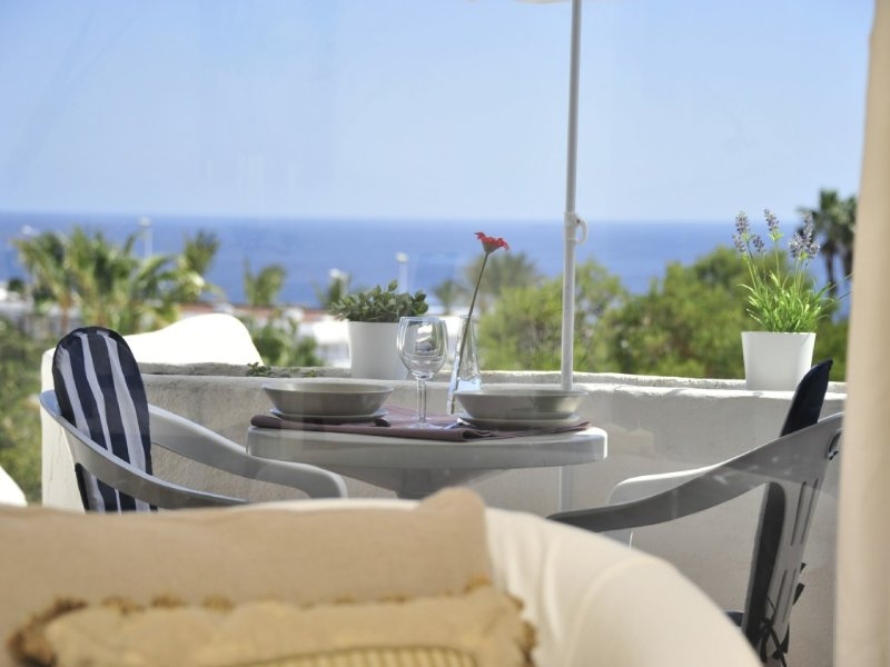 Meerblick !!! Traumhaft,elegantes,modernes Apartment 3 Minuten zum Strand, holiday rental in Tias