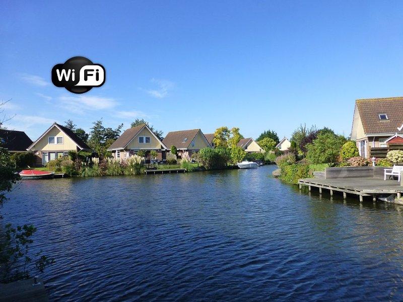 **Ferienhaus IJsselmeer**, liebevoll eingerichtet mit Garten u. Bootssteg. WLAN!, holiday rental in Medemblik