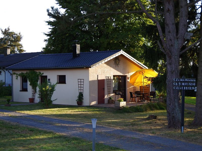 Cozy little house, Pets Allowed, holiday rental in Tettscheid