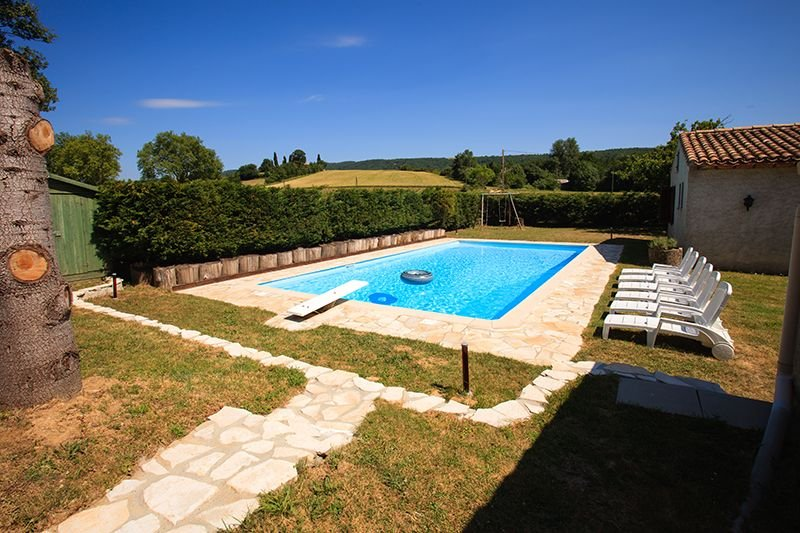 Grand villa/ moulin à eau, tres confortable, piscine privée, calme, holiday rental in Montgey