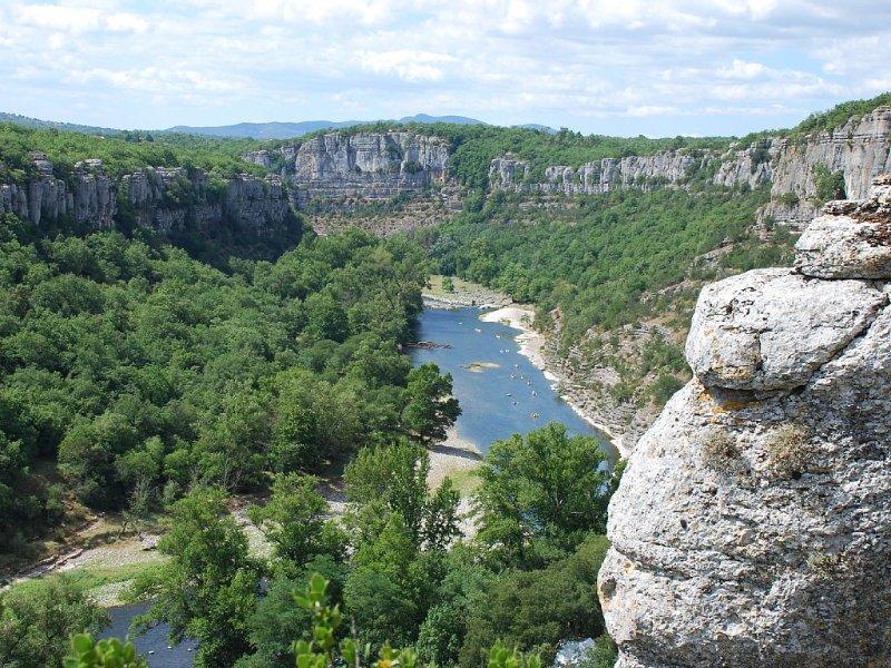 Maison indépendante 100 m2 dans les gorges de l'Ardèche, classée 4 étoiles, holiday rental in Lanas