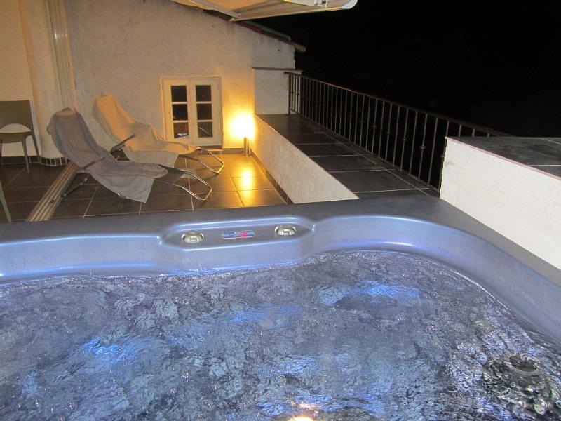 Très belle maison de village, terrasse tropézienne avec jacuzzi, vue imprenable, location de vacances à Pigna