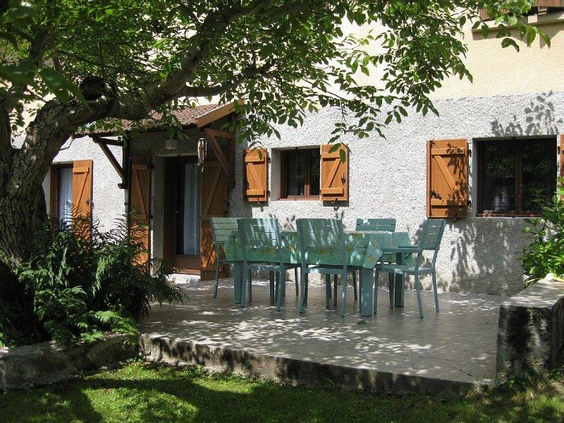 CADRE VERDOYANT: Votre appartement privé dans maison en Vallées d'Ax Les Thermes, vakantiewoning in Ariege