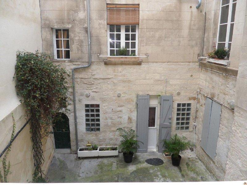 BEL APPARTEMENT AU COEUR D'AVIGNON, vacation rental in Avignon