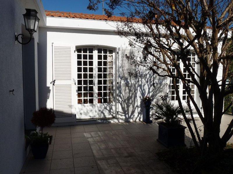 maison idéale vacances avec jardin,proche du centre ville, vacation rental in La Rochelle