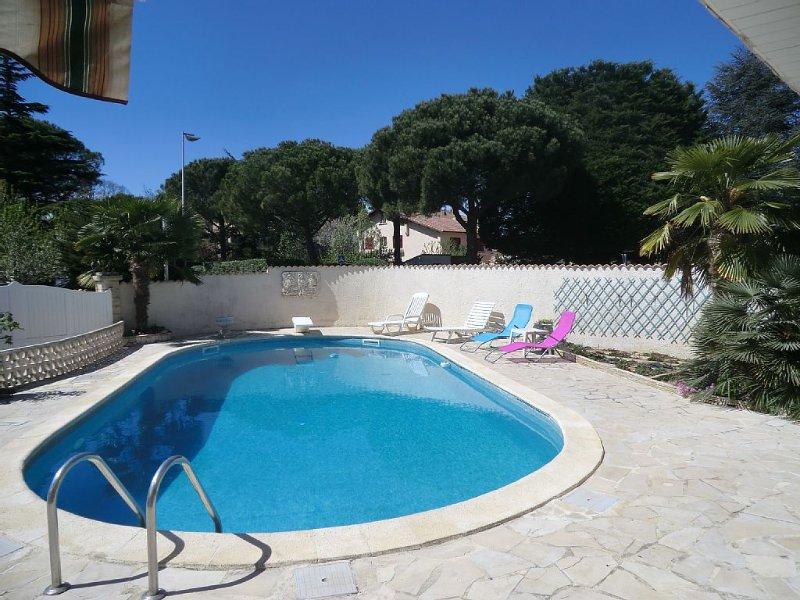Dans villa, appartement indépendant 130 m2 climatisé. Piscine 10x5, holiday rental in Montpellier