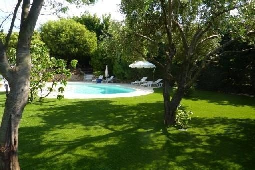 Joli T2 REZ DE JARDIN, Terrasse Barbecue, PISCINE, ds IMPASSE CALME, 300m MER, holiday rental in Cavalaire-Sur-Mer