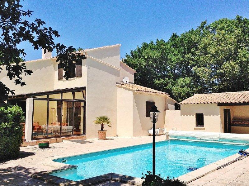 Grande villa provençale de charme avec piscine, 6 chambres, classée 4 étoiles, holiday rental in Saze