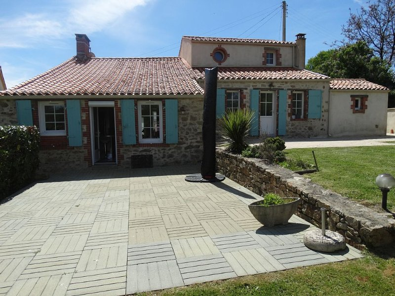 The Coast and the Puy du Fou 30 mins, holiday rental in Landeronde