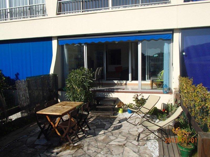 Agréable appartement en rez-de-jardin dans résidence de standing avec piscine, vacation rental in Le Grau-du-Roi