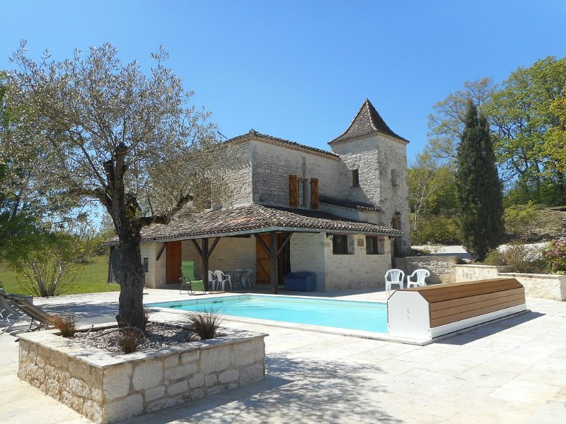 House in the heart of Cahors vineyards with heated pool in a quiet 8 pers, Ferienwohnung in Saint-Daunes