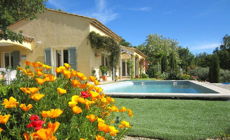 Splendide villa avec piscine une vue magnifique sur le lac Ste Croix., vacation rental in La Palud sur Verdon