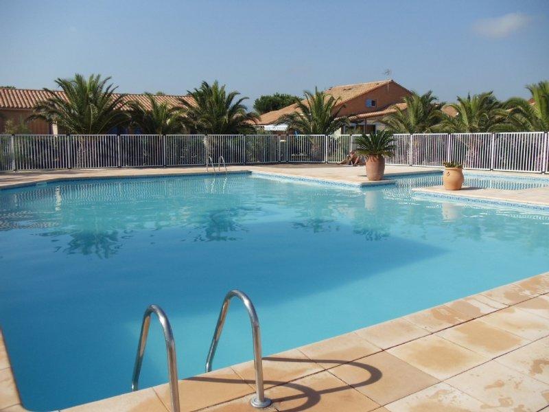 JOLI MAZET CLIMATISE - 2 CHAMBRES - PISCINE - TERRASSE - PARKING -, location de vacances à Saint-Cyprien