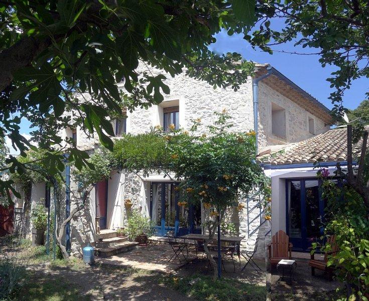 Grande maison de village independante avec jardin, vacation rental in Saint-Mathieu-de-Treviers