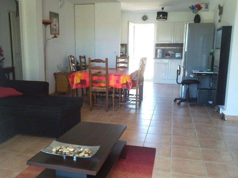 Appartement design RDC situé à NARBONNE-PLAGE (FRANCE) de 4 à 6 personnes, vacation rental in Narbonne