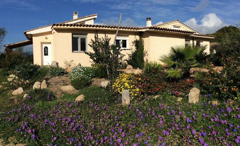 Villa avec terrasse, barbecue,vue dégagée, vacation rental in Figari
