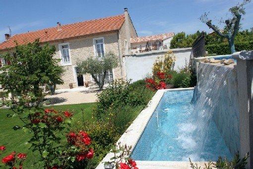 Gite de charme avec piscine a debordement dans mas provencal, vacation rental in Caromb