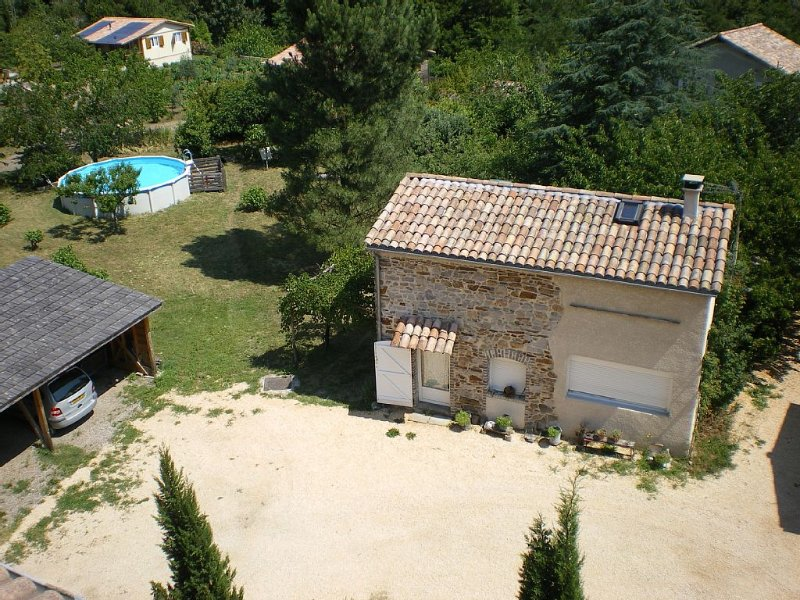 Gîte indépendant, piscine privative et grand jardin, calme, activités., aluguéis de temporada em Le Martinet