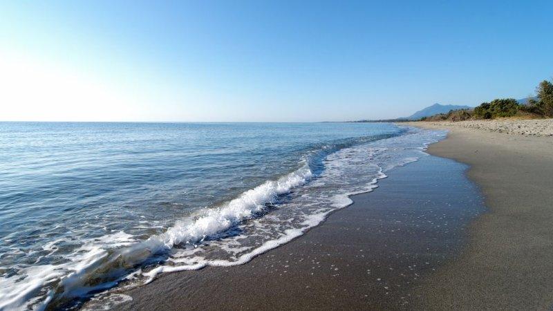 Maison climatisée proche grande plage de sable, location de vacances à Sorbo-Ocagnano