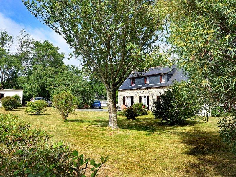 Maison Bretonne Dans Un Parc Arboré Entre Terre Et Mer, alquiler vacacional en Plomeur