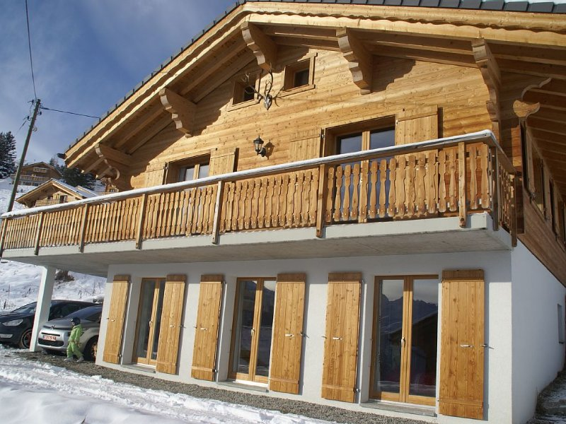 Ski Chalet in very nice close to ski slopes - 4 bedrooms, 3 bathrooms, holiday rental in Heremence